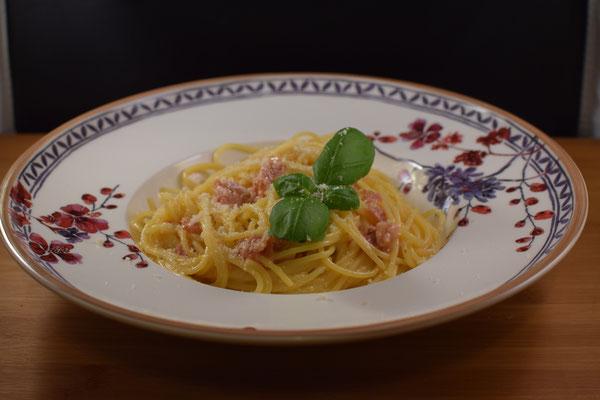 Spaghetti Carbonara auf Villeroy Boch Teller