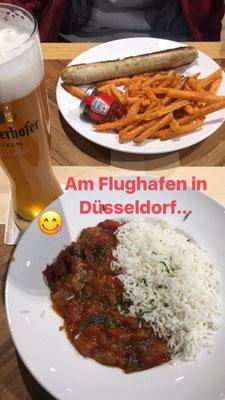Mittags-Snack Flughafen Düsseldorf mit Weizenbier
