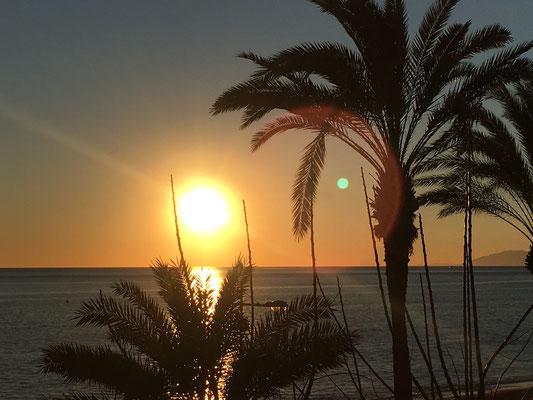 Sonnenuntergang auf der Terrasse vom El Caballo