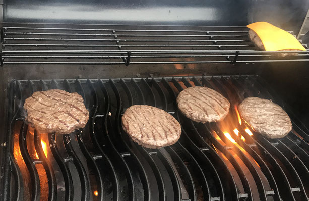 Die Burger auf dem Grill