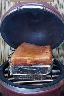 Bauchfleisch auf dem Monolith