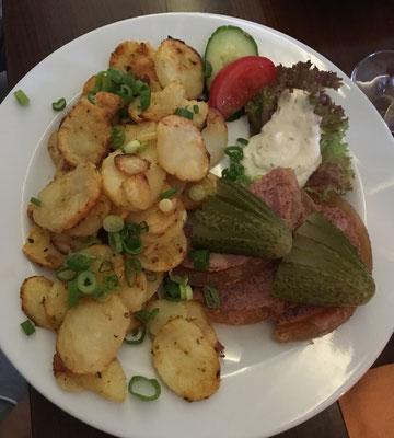 Wildschweinsülze mit Bratkartoffeln