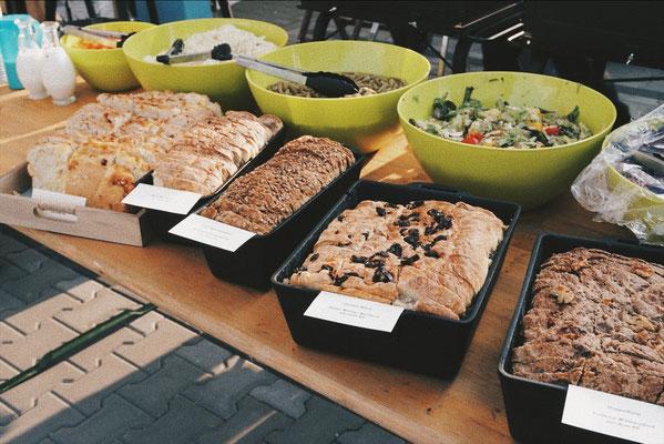 Dutch Oven Brot bei der Eröffnung Feuerhand und Petromax