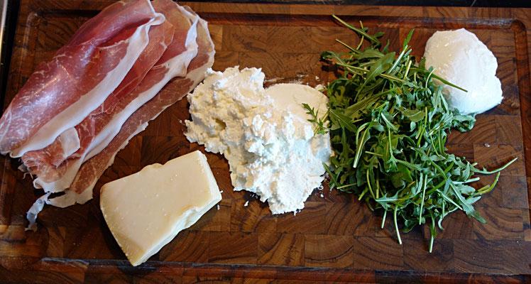 Parmaschinken, Parmesan, Ricotta, Rucola und Büffelmozzarella