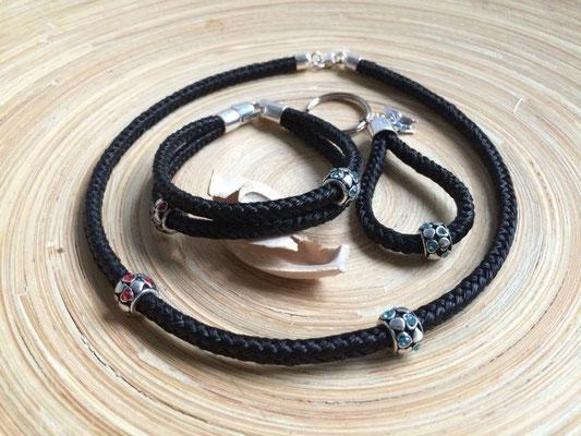 Set aus Halskette, Armband und Anhänger, eckig geflochten