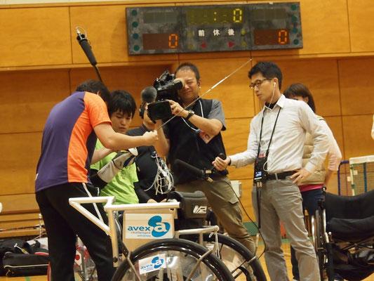 NHKのテレビとラジオが同時取材
