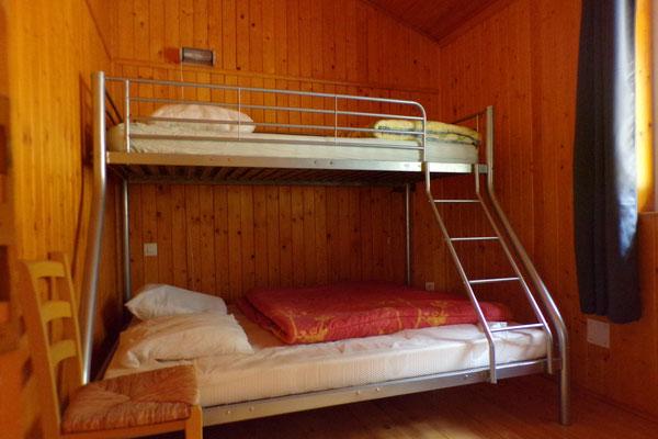 Camping les Trois Sources Vallées Lot Dordogne - Gite Chalet indépendant chambre 2