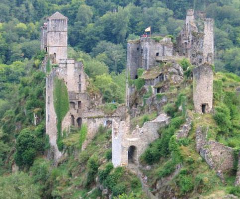 Tours de Merle - Camping les trois sources 4 étoiles Lot Vallée de la Dordogne