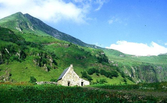 Le Puy Mary - Camping les trois sources 4 étoiles Lot Vallée de la Dordogne