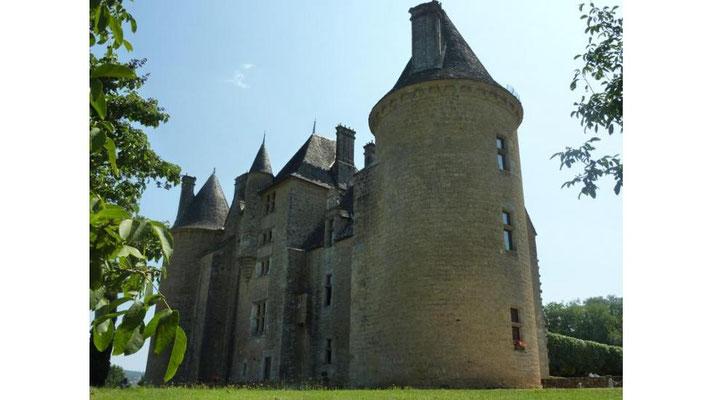 Chateau de Montal - Camping les trois sources 4 étoiles Lot Vallée de la Dordogne