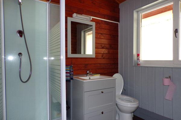 Camping les Trois Sources Vallées Lot Dordogne - Gite Chalet indépendant salle d'eau