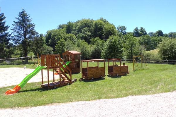 Camping les 3 sources Vallée de la Dodogne aire de jeux 2
