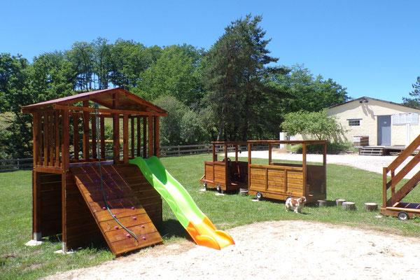 Camping les 3 sources Vallée de la Dodogne aire de jeux 3
