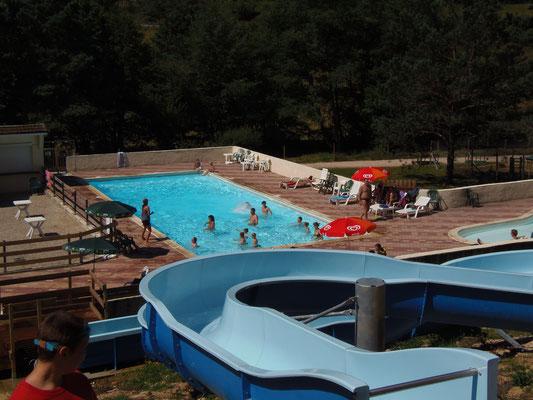 Séance d'aquagym au Camping les trois sources 4 étoiles Lot Vallée de la Dordogne