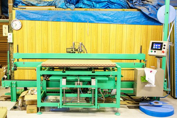 東海ロボエース6型(全自動反転式返縫機)全体写真