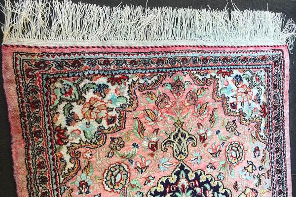 Fransen des Teppichs nach der Teppichreparatur