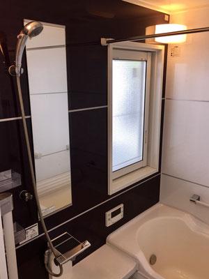 平成24年6月に交換したユニットバス。浴室の窓はブラインドインの複層ガラス。