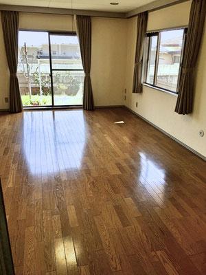 広々とした11.5帖のリビング・ダイニング。床は嬉しい無垢フローリング。