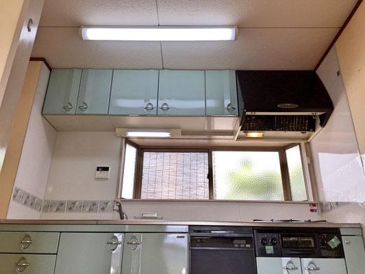 システムキッチンと出窓の組み合わせは、アイランドキッチンや対面キッチンとは違った使い勝手の良さを味わえます。
