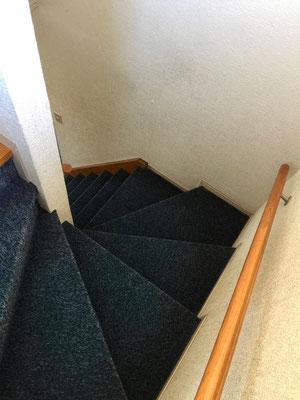 ドラマチックとまでは行きませんが、なかなか趣のある階段です。