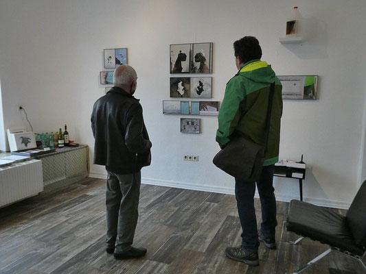Klaus Küster (li) im Gespräch_BEIDE SEITEN_Kunst von KLAUS KÜSTER & DIETMAR WEHR_Paralleler Prozess im 68elf-studio
