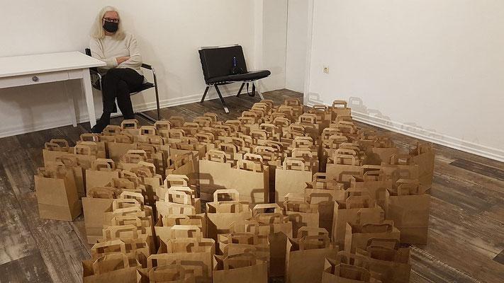"""""""NICHTS"""" von Ute Küppersbusch, am 14.11.2020, im 68elf - studio.  (""""Voreröffnung"""" - agii gosse wartet.)"""