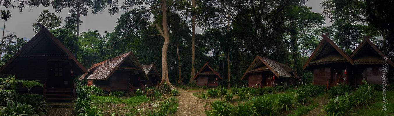unsere Unterkunft, das Hüttchen ganz links war unseres / our Accomodation, the hut on the left was ours.