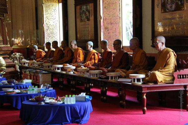 Wat Phra Singh... und diese Mönche sind aus Wachs... unglaublich echt!