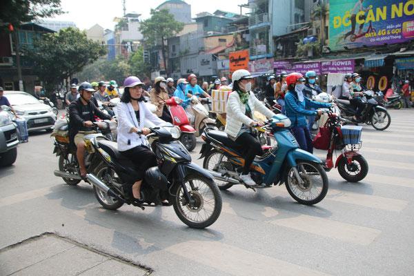 Teffli Rally Hanoi... den ganzen Tag lang... notstop und mit viel Gehupe!