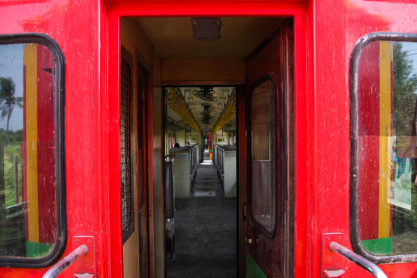 unser zweiter Zug... DER Zug nach Mae Klong!