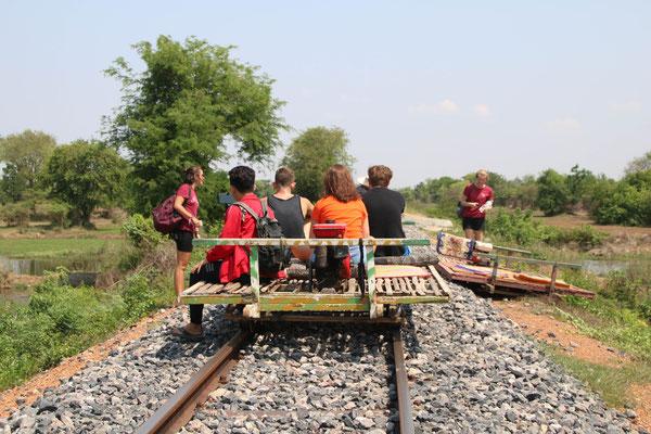 Und bei Gegenverkehr muss einfach der eine Zug weg;-)