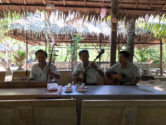 Vietnamesische Instrumente und Musik...