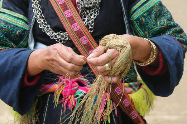 """Die """"Unterwegsarbeit"""" der Hmong... Hanffäden produzieren! / The work on the way... produce hempfstitch"""