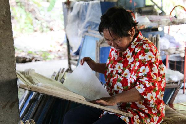 Die Herstellung von Papier / Making the paper