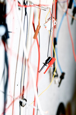 Kabel in der  Werkstatt für Elektronik