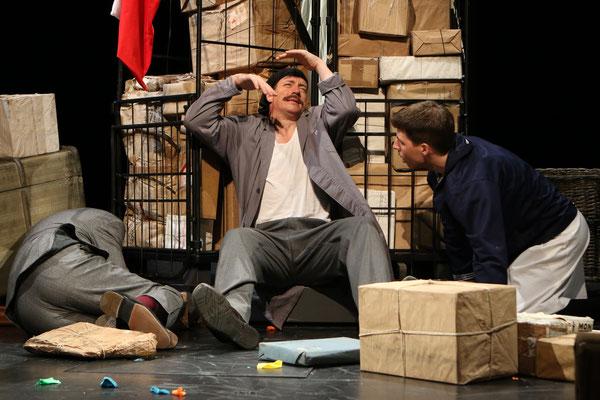 """aus: """"Die Blechtrommel"""" 2015 (mit Ralf Grobel, Raphael Grosch) - Foto (c) Schauspielbühnen Stuttgart"""
