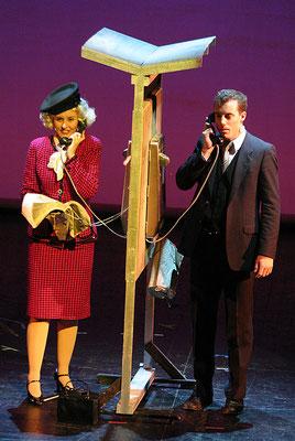 """aus: """"Lucky Stiff - Toto aber glücklich"""", 2003 (mit Lilly Kugler) - Foto (c) Rolf Bock"""