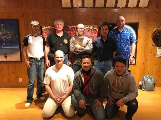 С мастерами семьи Уэчи, хрантителями стиля Уэчи Канбуна. Гинован, Окинава, Япония.
