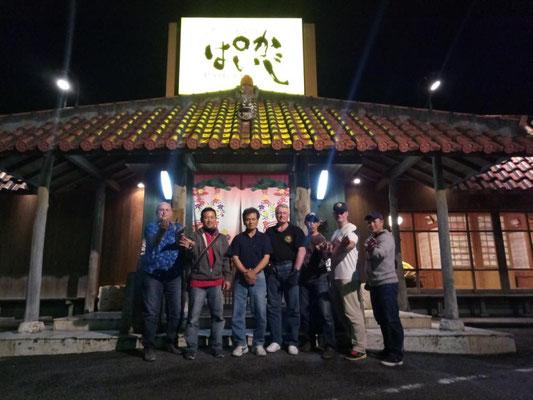 Саёнара-пати с мастерами семьи Уэчи, хрантителями стиля Уэчи Канбуна. Гинован, Окинава, Япония.
