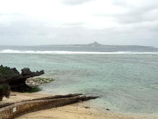 Место кончины Уэчи Канбуна, основателя Уэчи-рю каратэ-до. Остров Иедзима, Окинава, Япония.