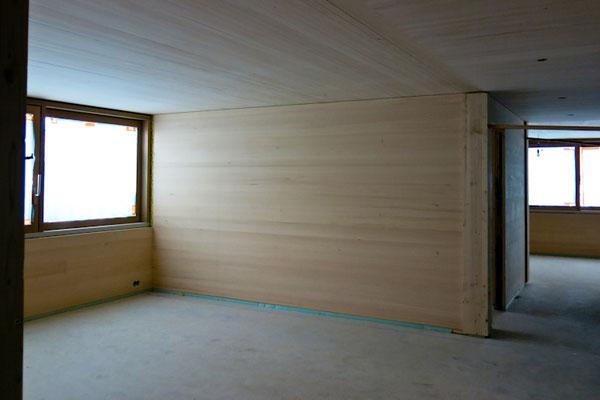Besichtigung der ganz in Holz ausgeführten Wohnungen