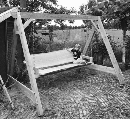 Schommelbank gemaakt van douglas hout 4 persoons