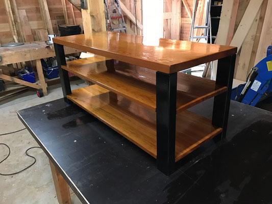 TV meubel van gelakt Western Red Cedar