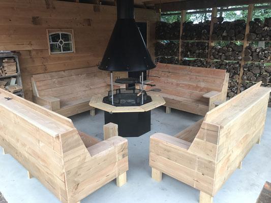 set loungebanken van onbewerkt douglas hout met de Polar Grill L8