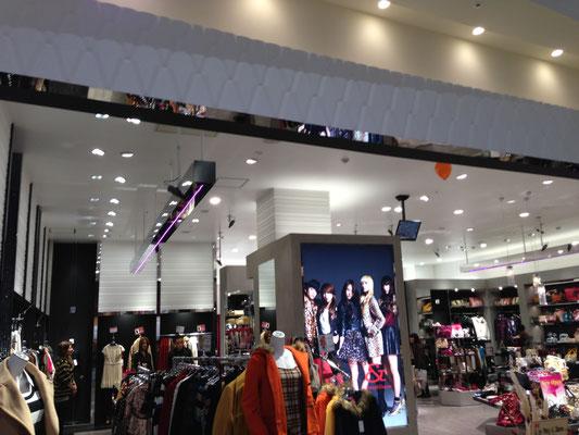 ショッピングモールのダウンライト