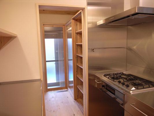 キッチン横  食品庫