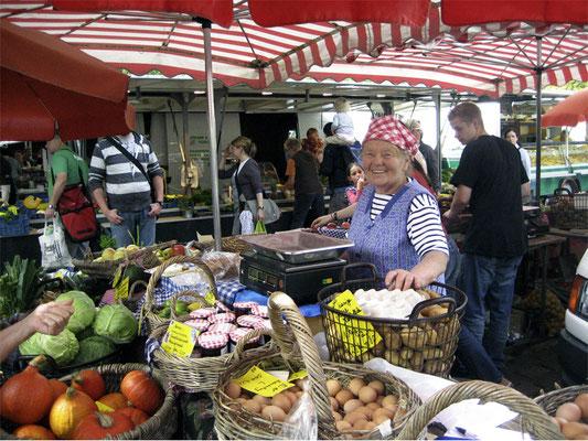 Frische Ware kompetent auf dem Findorffmarkt angeboten. © Ulf Jacob, Leben in Findorff