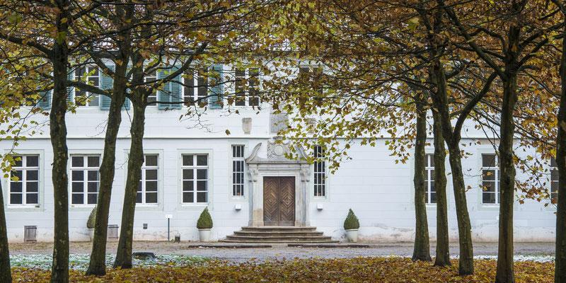 Rheine - Westflügel und Allee am Kloster/Schloss Bentlage.