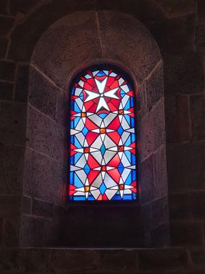 Fenster mit Johanniterkreuz