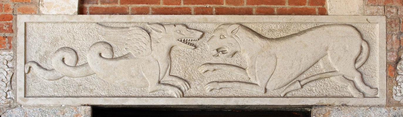 Türfüllung mit Löwe und Drache im Kampf, Sant´ Ambrogio, Mailand, 11. Jahrhundert
